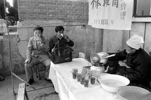 老照片:难忘的前门大碗茶