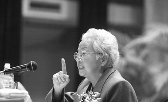 唐闻生王海容今何在_揭秘晚年身边的八位女性谁终身未嫁?|氧分子网