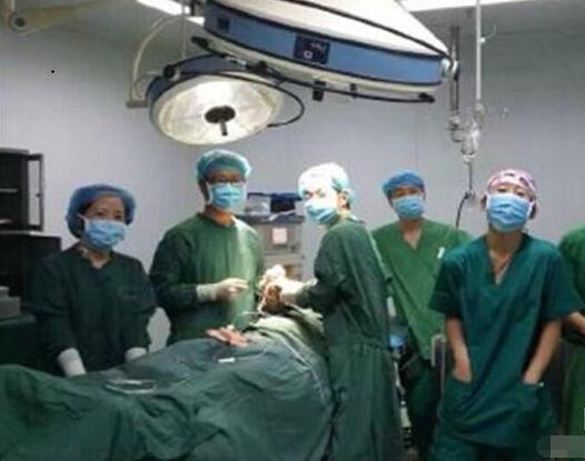 西安一醫院醫生在手術室自拍圖片