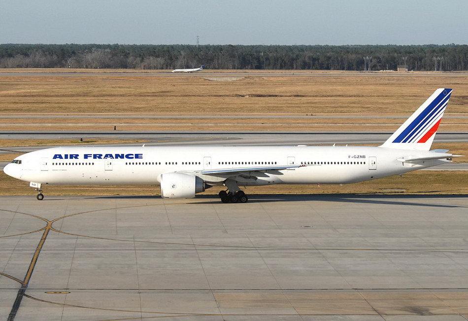 色播777_荷航波音777-306型客机