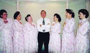 摩门教末世圣徒教会_美国邪教教主娶6个女子为妻(图)_新闻中心_新浪网