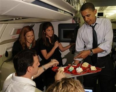 奥巴马度过47岁生日希望能赢摇摆州胜利(图)
