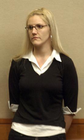姦淫の女教师����_这名女教师叫克里斯汀·麦卡勒姆,现年29岁,是英国abington地区的一名