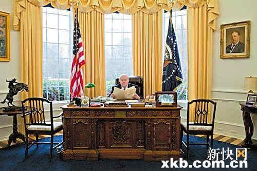 收集白宮舊家具 美男子自建總統辦公室