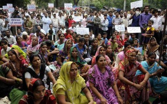 印度新德里12月天气_印度女子被逼裸体游街后遭丈夫等10人轮奸 |轮奸|游街_新浪新闻