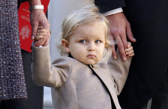 摩纳哥安德烈_摩纳哥小王子公开亮相 表情高冷可爱[1]- 中国日报网_新浪新闻