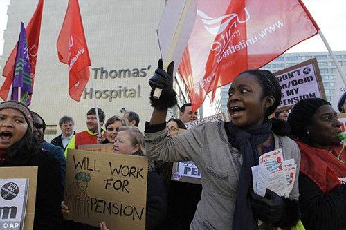 11月30日,英國爆發200多萬人的大罷工。