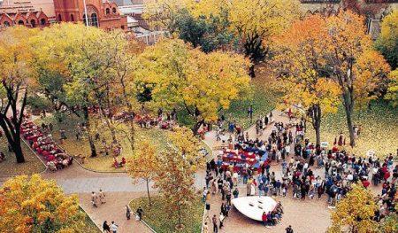 �e西法尼��大�W(University
