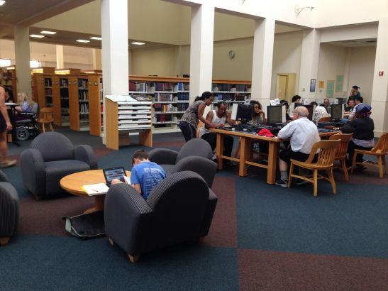 中国人口新闻网_咖啡馆般的优雅:看美国的社区图书馆(组图)_新浪教育_新浪网