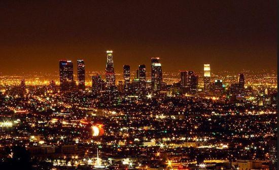 8. 洛杉矶 位于美加州南部的城市,按照人口排名,洛杉矶是加州的第一大城(拥有超过400万人口),也是美国的第二大城,仅次于纽约市。