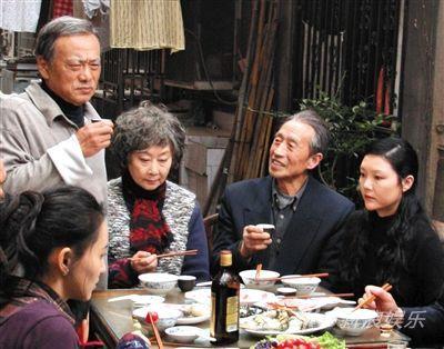 2010年,电影《团圆》中饰卢燕的大女儿(右)。