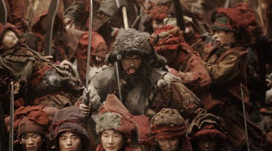 《苏乞儿》现世界拳王黎烈弓片中落败山寨王