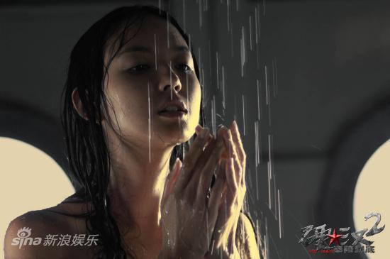 刘烨硬汉2_图文:《硬汉2》剧照-张梓琳淋浴_影音娱乐_新浪网