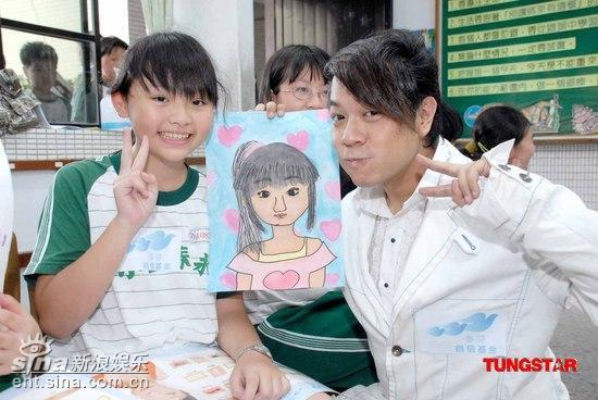 可爱qq相册名称_女孩自画像简笔画图片展示
