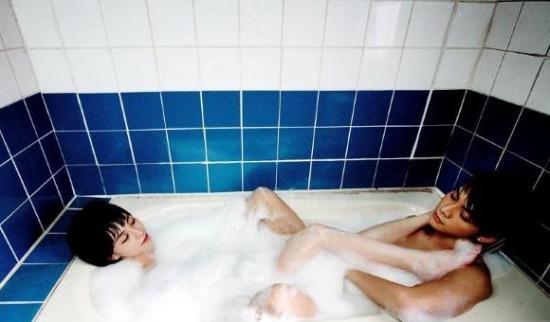 组图:阿娇《前度》剧照与陈伟霆浴缸内暧昧