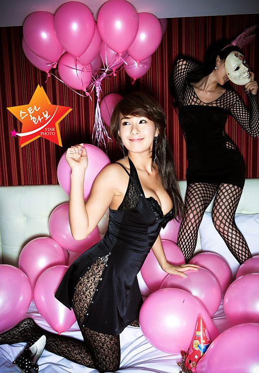 亚洲超大胆裸体美女_组图:蔡妍拍写真性感大胆 身材完美玩丝袜诱惑