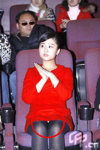 内衣丝袜电影_小演员杨紫日渐成熟红色小礼服秀丝袜