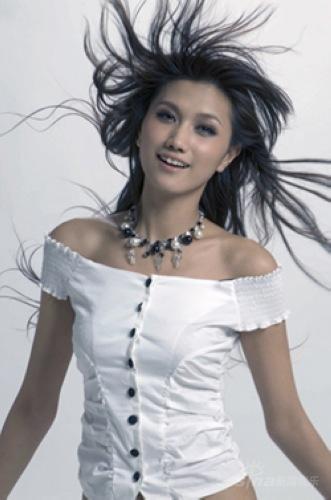 歌手苏素_已成功转型为歌手的中泰混血美女苏素受组委会邀请重返t台.