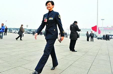 """明星委员""""入场式""""刘翔鞋被踩掉陈道明冲刺"""