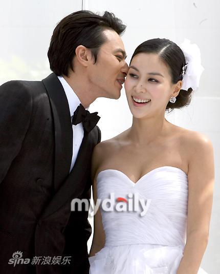 图文:张东健高小英婚礼-张东健亲吻新娘
