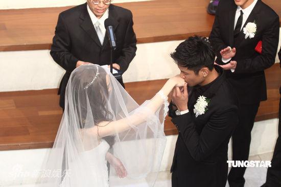黑人范范结婚伴郎_图文:范黑婚礼-黑人吻范范_影音娱乐_新浪网