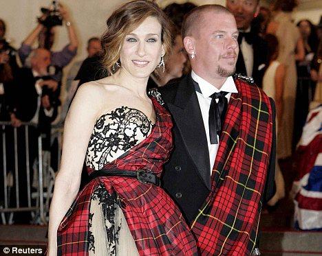 英国时尚教父亚历山大-麦昆自杀年仅40岁(图)