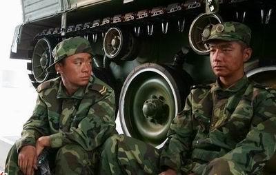 士兵突击第二部电视_《士兵突击》八一登陆北京卫视男人戏女人爱_影音娱乐_新浪网
