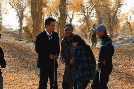 张小雨魅惑所有囹?a_《青树》刮起西部剧风 剧情剧景走进新疆胡杨林