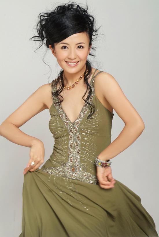 杨童舒丈夫_杨童舒在剧中饰演女主角蒋安雯,刚刚结婚不久,丈夫就因病成了