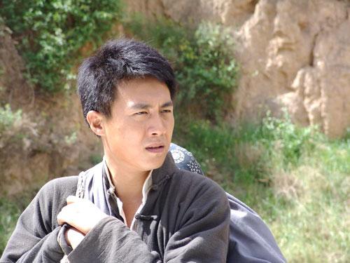杜淳的父亲杜��f�_走西口 男一号杜淳; 《走西口》收视未受影响 杜淳携手苗圃.