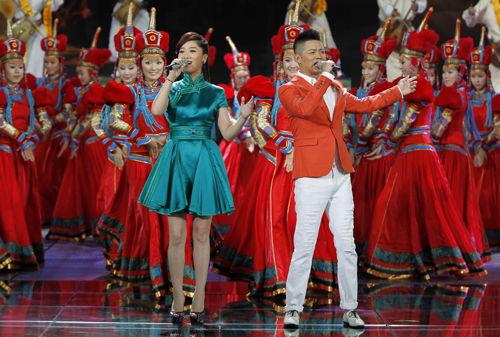 凤凰传奇的策马_央视综艺频道中新歌会6月25日播出_影音娱乐_新浪网