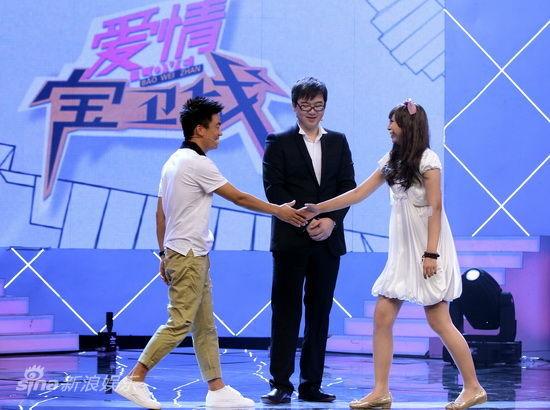 王宝强与粉丝自拍_图文:《我的父亲是板凳》-王宝强与粉丝握手