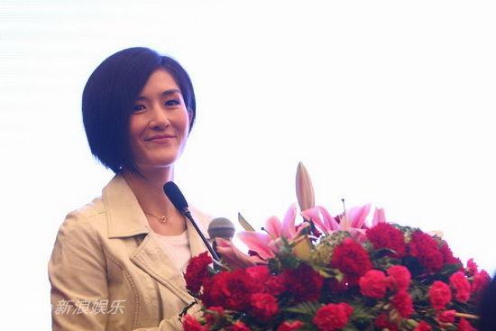 张杰2011成都演唱会_图文:湖南卫视跨年开发布会-谢娜亮相_影音娱乐_新浪网