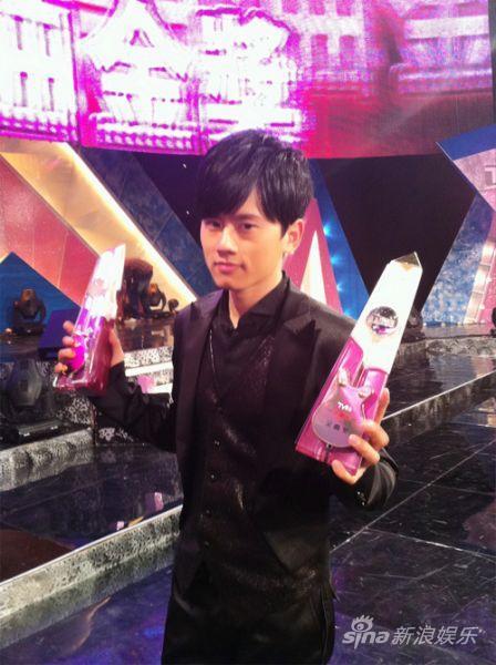 娱乐沸点颁奖礼张杰_张杰TVB8金曲颁奖礼获内地观众最爱男歌手(图)_影音娱乐_新浪网