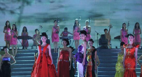 十二乐坊演唱会_女子十二乐坊表演《东方神韵》 展现新民乐风采_影音娱乐_新浪网