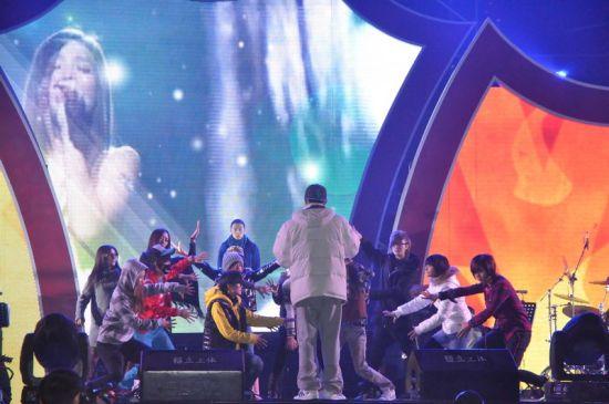 2011年快女12强_快女巡演北京站分组排练3日晚正式开唱(图)_影音娱乐_新浪网
