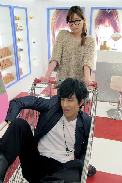 爱的魔法 金莎mv_金莎将推新歌《爱的魔法》MV 首度扮相丑女_影音娱乐_新浪网