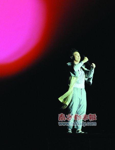陈奕迅武汉演唱会_陈奕迅武汉雨中开唱 即兴创作《湿湿歌》(图)_影音娱乐_新浪网