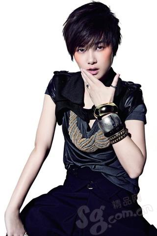 组图:李宇春时尚写真真我绽放演绎强势与俊美