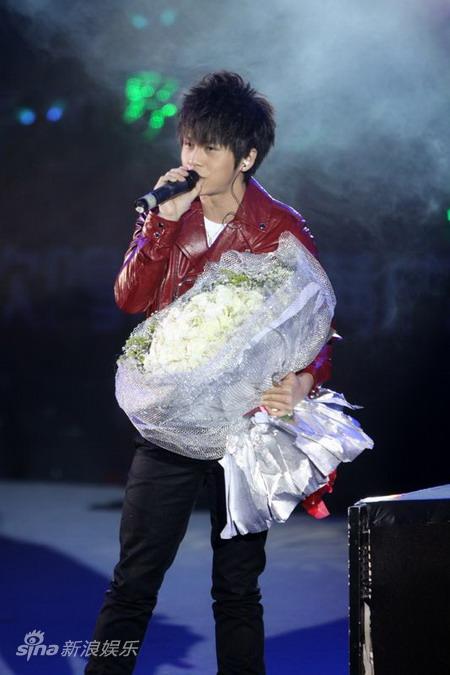 2010快男_图文:2010快男温州欢唱会-武艺_影音娱乐_新浪网
