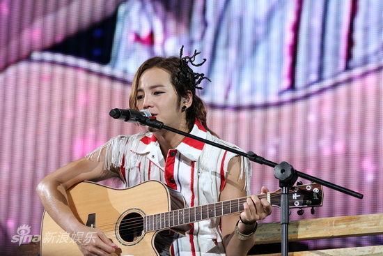 张根硕亚洲巡演上海_图文:张根硕上海巡演--变身吉他王子_影音娱乐_新浪网