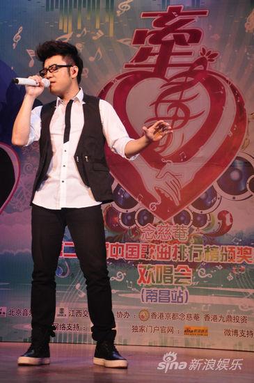 王铮亮给老婆唱的歌_图文:《中歌榜》南昌站-王铮亮献唱_影音娱乐_新浪网