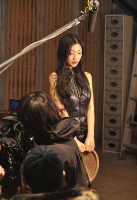 亚洲情色成人贴?_日本游戏拍摄真人情景剧 成人女星坛蜜出演