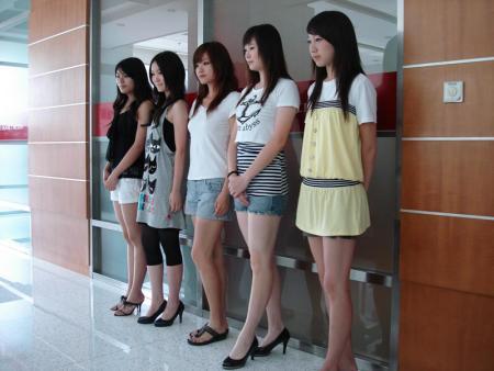 看美女人体艺术_09chinajoy展会showgirl选拔绝色美女