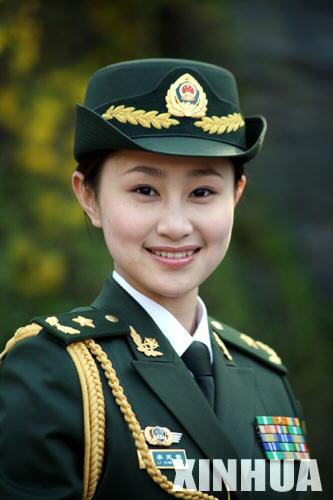女室军装_武警07军服以深橄榄绿为主色调 共105个品种_新浪军事_新浪网