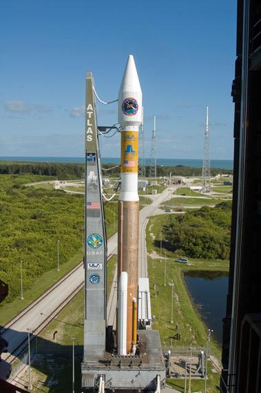 美国媒体曾炒作中国获取美国敏感航天技术。资料图:美国宇宙神-5火箭准备发射