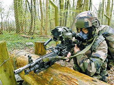 """解放军模拟作战系统_法国""""装备与通信一体化步兵""""单兵作战系统 把陆军士兵武装到 ..."""