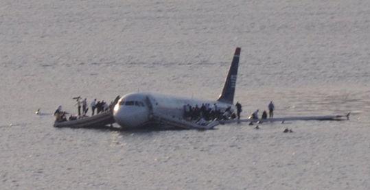 全美航空1549�航班迫降事故。