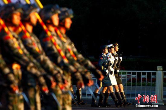 中国阅兵女兵_抗战胜利70周年纪念阅兵部队开始集结准备|阅兵|中国_新浪军事