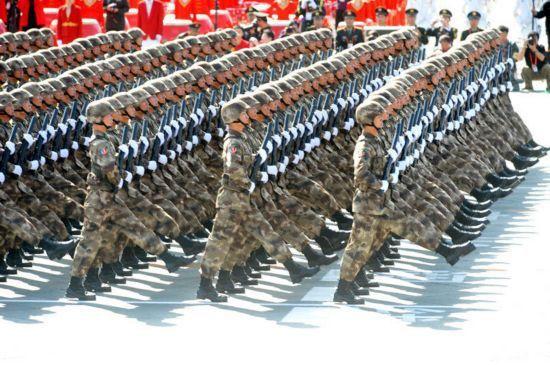 中国二炮导弹数量_经典回顾:新中国14次国庆大阅兵|武器装备|阅兵|中国_新浪军事